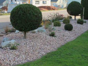 Steingarten mit Grand Beige