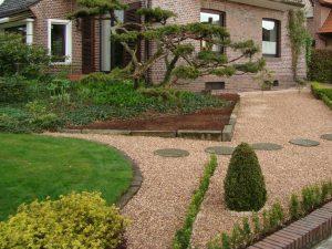 Vorgarten mit Grand Beige