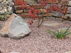 Steingarten mit Irischer Granit