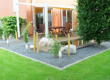 Steingarten mit Kristall Grün