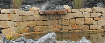 Teichanlage mit Alpensteinen