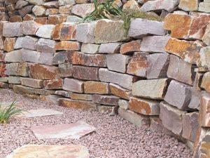 Trockenmauer Bunt