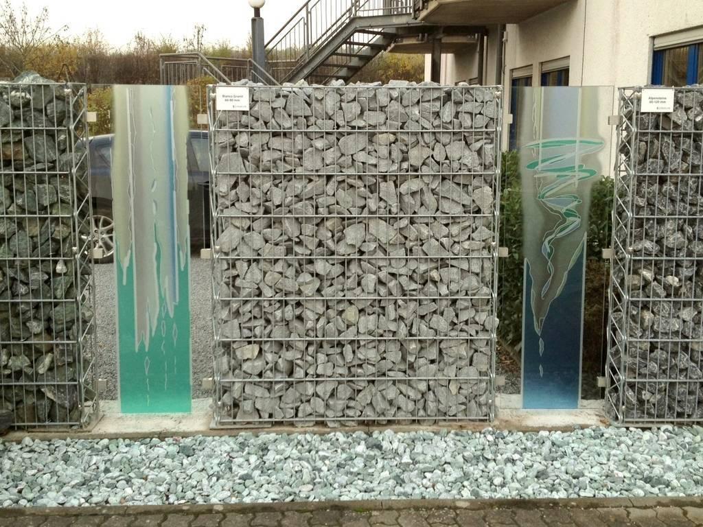glaskunst und gabionen steinakzente. Black Bedroom Furniture Sets. Home Design Ideas