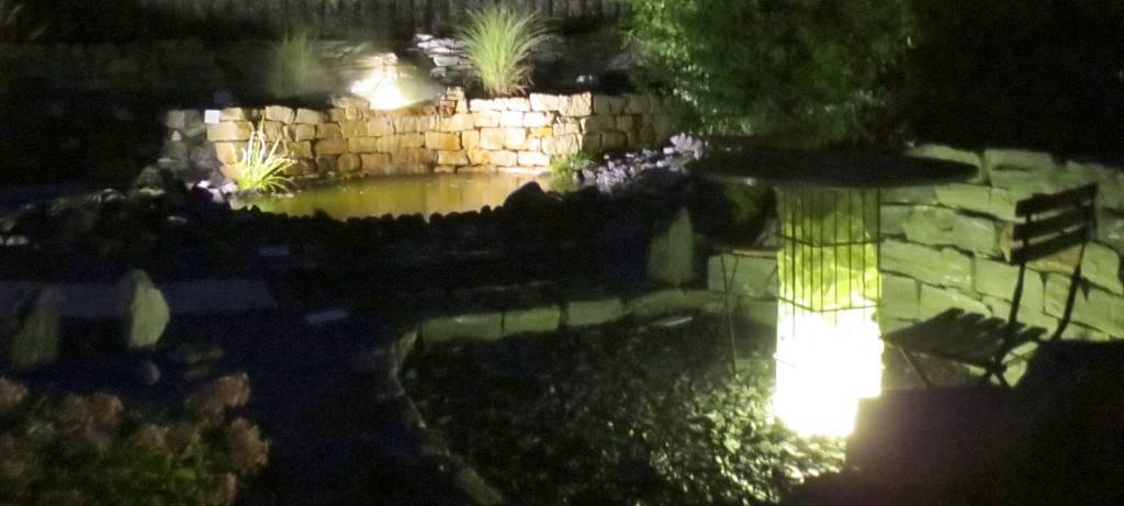 Steingarten mit Beleuchtung