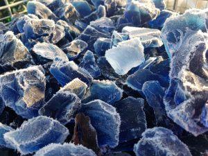 Glasbrocken blau kom