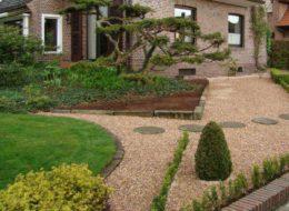 Grand-beige-Vorgarten