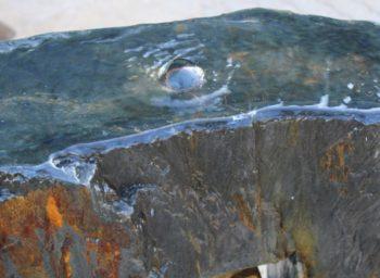 Wasserquelle_Schieferspieß-Brunnen